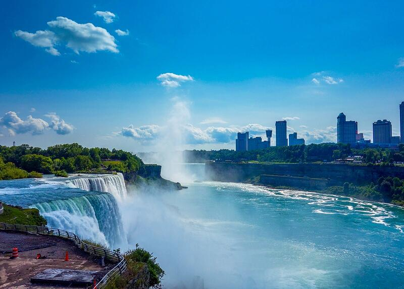 niagara falls tourists spending more money